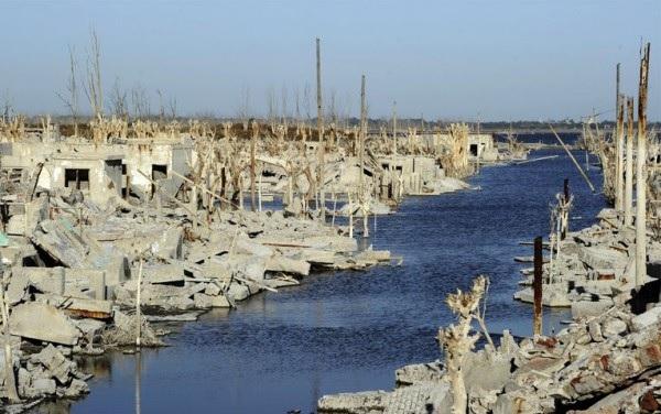 Затонувший город в Аргентине восстал из-под воды