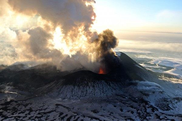 Извержение 4-х вулканов на Камчатке: есть опасность для авиации