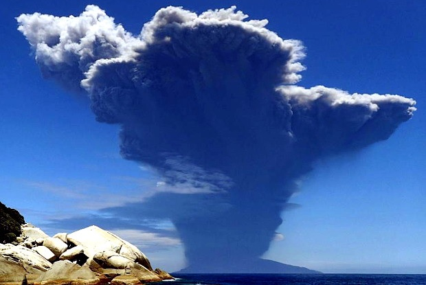 Извержение вулкана Кутиноэрабу в Японии 29.05.2015