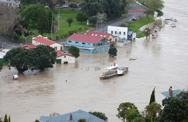 Наводнение в Новой Зеландии, разрушена дамба