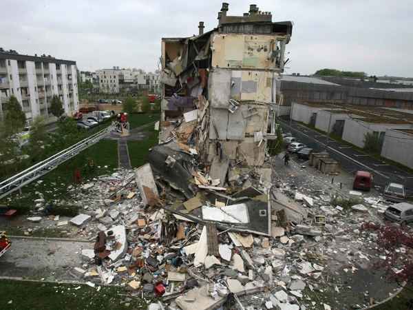 Обрушение жилого дома во Франции