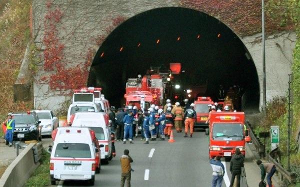 Обрушение автомобильного тоннеля в Токио