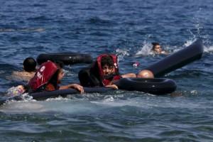 Лодки с мигрантами продолжают тонуть возле Греции