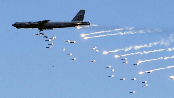 Самолет бомбардировщик Б-52