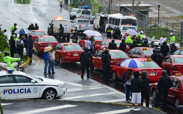 Пьяный водитель сбил насмерть спортсмена во время полумарафона в Коста-Рике. Жертвой происшествия оказался беженец из Венесуэлы.