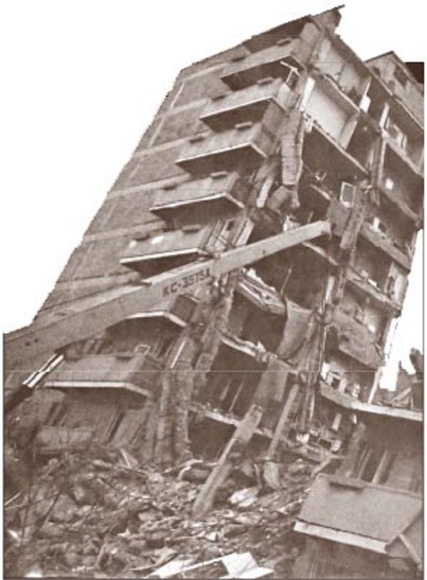 дом после землятрясения в городе спитак
