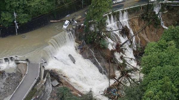 Бедствие от тайфуна Лан в Японии