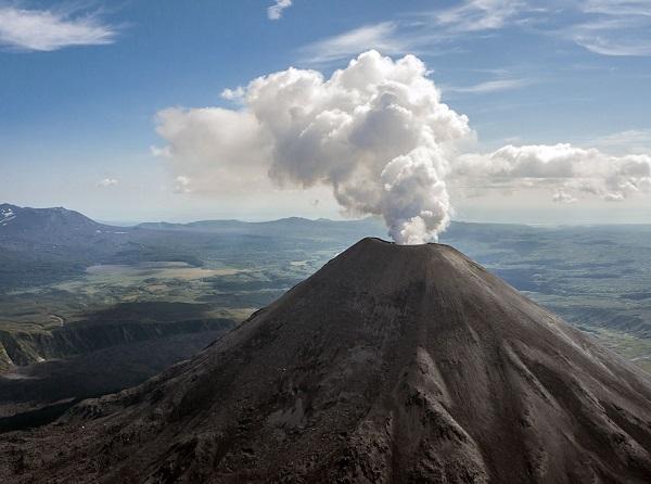 Действующие вулканы планеты — самые высокие и крупнейшие в мире и России