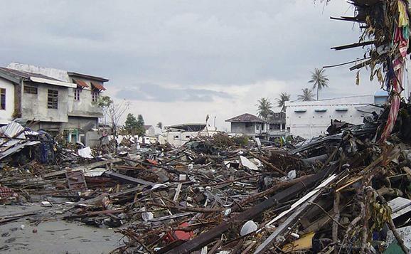 Землетрясение и цунами в Индонезии. Видео цунами от очевидцев