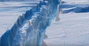 В Антарктиде откололся громадный айсберг