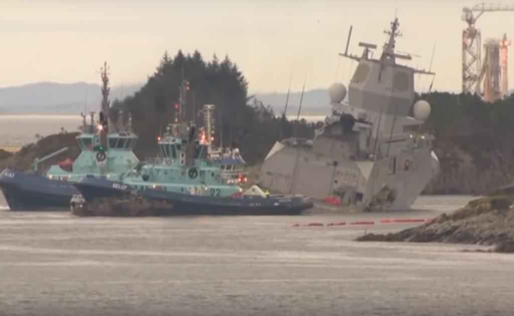 В Норвегии столкнулся фрегат ВМС, танкер и буксир. Видео очевидцев