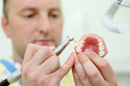Кто такой зубной протезист, особенности профессии