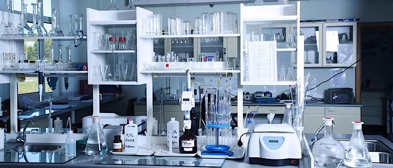 Обустройство рабочего места универсальной лабораторной мебелью