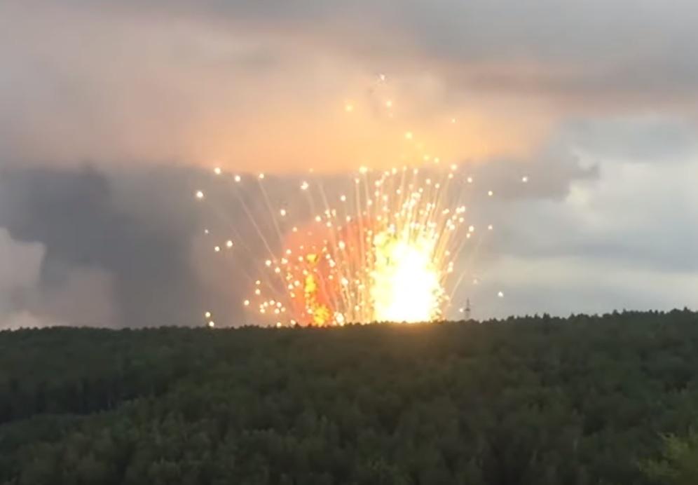 В Красноярском крае горит склад боеприпасов. Видео очевидцев
