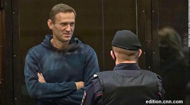 Навальный приговорен к заключениею